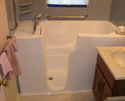 Holm walk in tub 3 inch step in