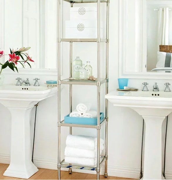 Matching Pedestal sinks in bathroom